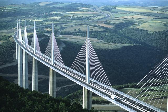 Опубликовано фото самого высокого навесного моста в мире, построенного в китае