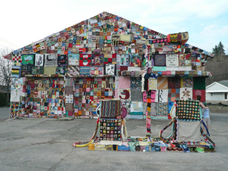 Ярнбомбинг - тканевое, трикотажное граффити